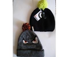 Продам две шапки.