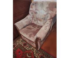 Кресла , диван.