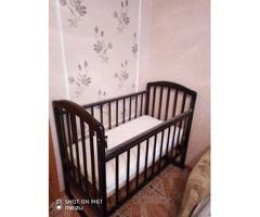 Детская кроватка с матрацом